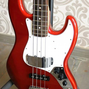 Bajo Fender Jazz Bass Candy Apple Red
